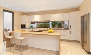 Freshwater-contemporary-open-plan-kitchen-with-splashback-window